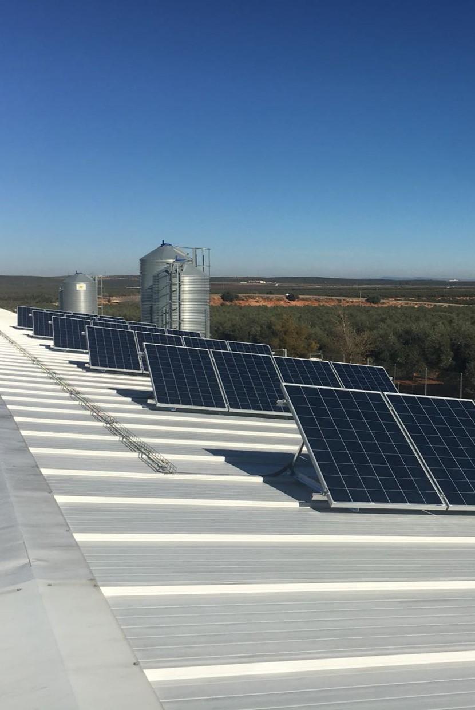 estructura fotovoltaica triangular sobre cubierta